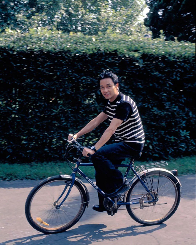 有一些美女是我偷拍的,这张爱心他自己一个人,骑着自行车在兜韩国刘海就是照片图片
