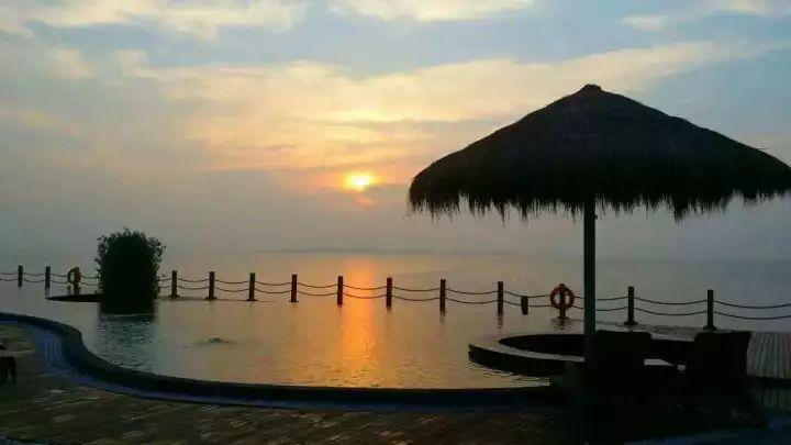 泡温泉看大海,抢50个免费名额      月坨岛是天然的浴场和生态旅游