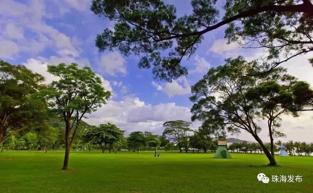 截至2017年底,                 珠海已建成公园绿地610处,其中,社区