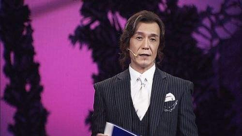 看来发型对一个人的容貌气质真的影响很大,突然有点好奇,刘欢老师短发图片