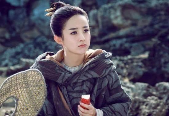 女明星最萌吃相,赵丽颖范冰冰可爱,刘诗诗傻姑,她吃出冷艳