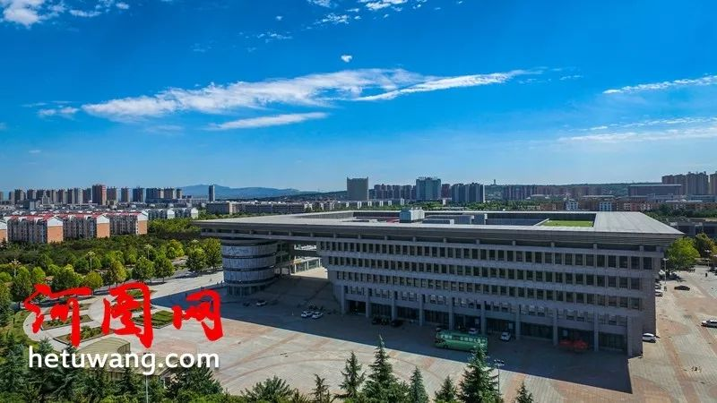 建材部直属洛阳工业高等专科学校与原洛阳大学合并组建洛阳理工学院.